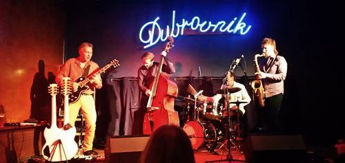 Bändi lavalla levynjulkistuskonsertissa Dubrovnikissa