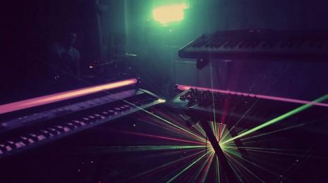 Freeweights – lasereita, hikeä ja puhki paukahtaneet Air Maxit