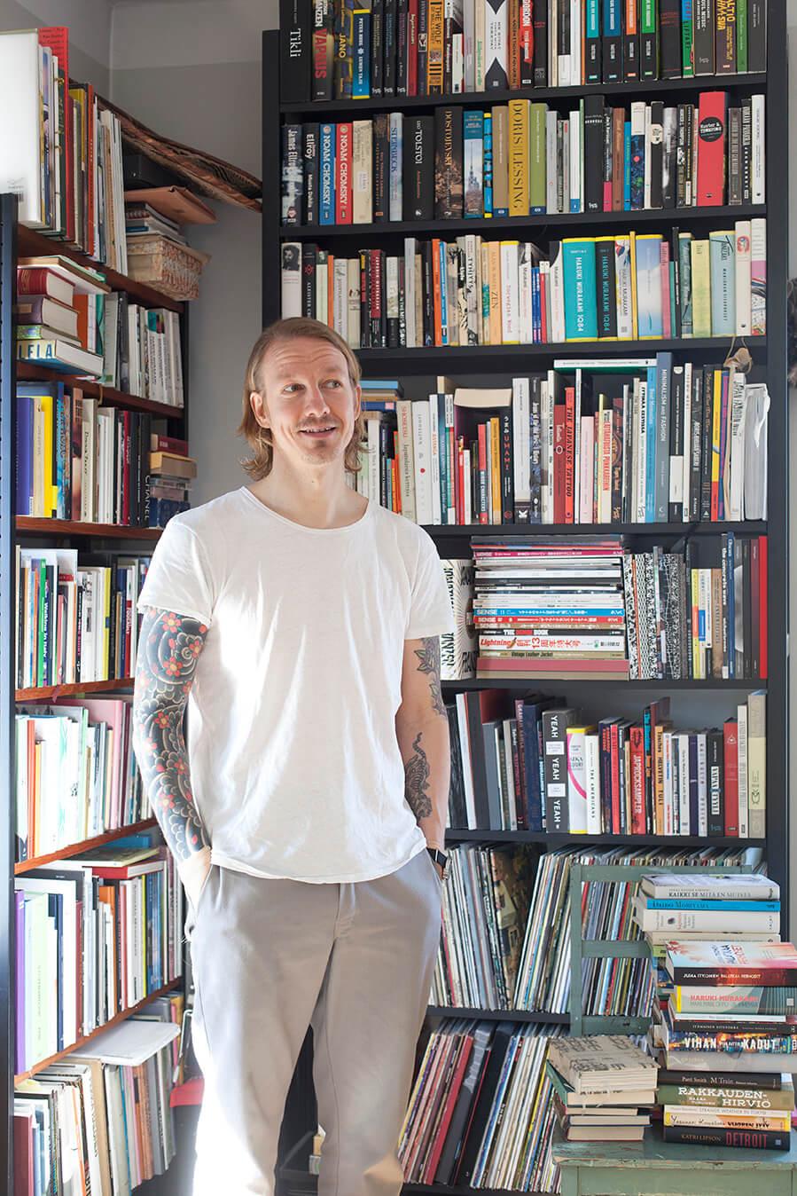 Nide-kirjakaupan toinen omistaja Joose Siira. Kuva: Joose Siira