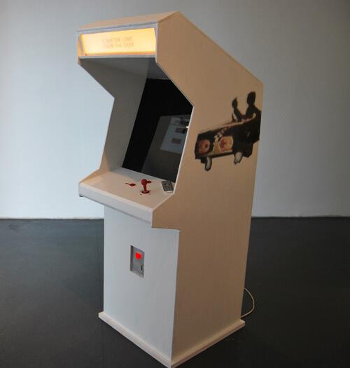 Anssi Kasitonnin videopeliteos on myös esillä Sidewaysin pelihallissa