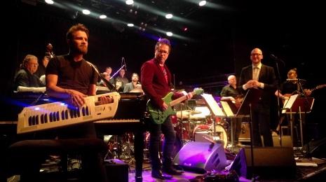 Wayne Krantz & 2X Salvation ja Espoo Big Band & Husband pistivät Tavastialla bileet pystyyn