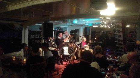 Jazzrytmejä Prahassa 4 – Svengiä laineilla