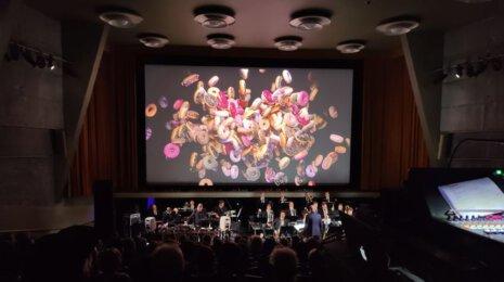 UMO Helsinki Jazz Orchestra, Pink Twins ja Kadi Vija tulkitsivat Twin Peaksia Bio Rexissä